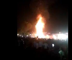 インドで列車が花火客に突っ込む