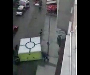 屋上から飛び降りる女性