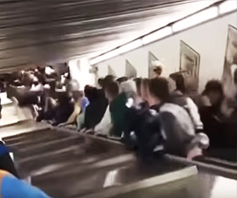 エスカレーター暴走事故