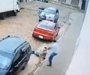 警察が銃撃戦で同僚を撃ってしまう