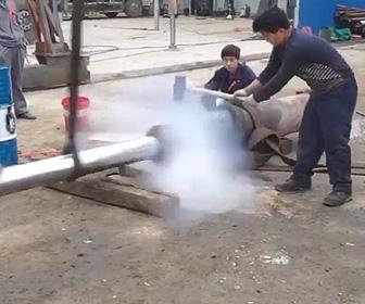 油圧ポンプが爆発
