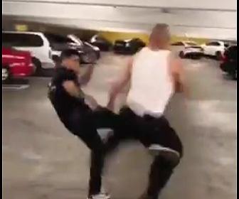 駐車場で喧嘩