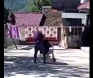年老いた母親に暴行する息子