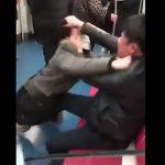 【動画】地下鉄で男性2人が口論からの激しい殴り合いになる【喧嘩】