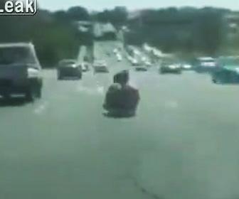 台車で高速道路を走る