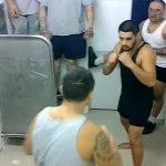 【動画】刑務所内でギャングの殴り合いがヤバすぎる