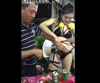 台湾レストラン。水着美女のサービスがヤバすぎる