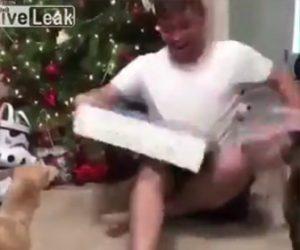 プレゼントをもらい大喜びする男性に悲劇が…