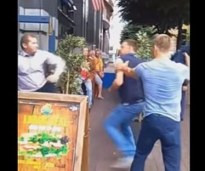 【動画】警備員 VS 男2人 2人の男が警備員に殴りかかるが…