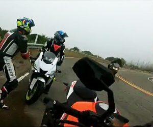 ライダー達が停車している所に猛スピードのバイクが突っ込んで来る