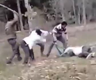 5人の男達に棒で殴りまくられる夫を妻が必死で戦い助ける