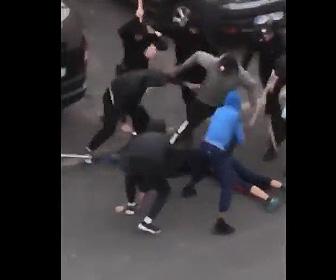 【動画】車の下に逃げ込んだ男性がギャングに引きずり出され…