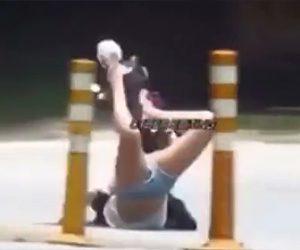 【動画】スクーターで転倒した女性。凄い格好になってしまう