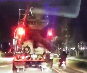 【動画】ミキサー車に脇をすり抜けようとしたスクーター女性(22歳)に悲劇が…