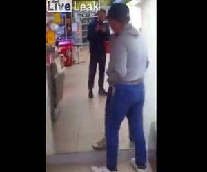 【動画】スーパーマーケットで鏡に映る自分に喧嘩を売る酔っぱらいおじさん