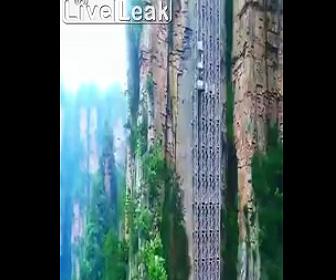 【動画】崖に作られた高速エレベーターが凄い