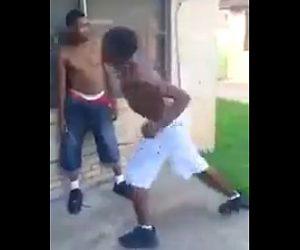 【動画】男2人の喧嘩。余裕をかましノーガードで殴らせるが…