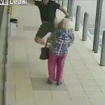 【動画】若い女性に後ろから飛び蹴りをする最低の男