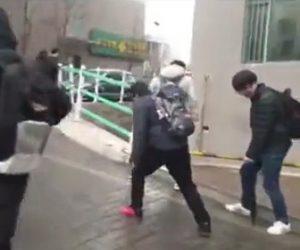【動画】中国の大学が凍り付き道がスケートリンク状態になる