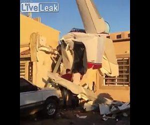 【動画】飛行機が墜落し民家に突っ込んでしまう衝撃事故映像