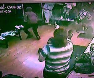【動画】美容室に強盗2人が押し入るが美容師が銃で強盗を撃退する衝撃映像