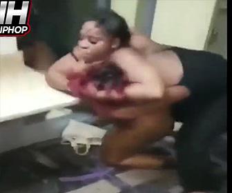【動画】ストリッパー達が下着姿で激しい殴り合い。髪の毛を引っ張り殴りまくる