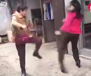 【動画】妻VS愛人 女性2人が路上で喧嘩