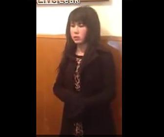 【動画】イラク軍が中国人の女テロリストを逮捕。女の服を脱がすと…