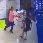 【閲覧注意動画】酔っ払った警察官が観光客男性を撃ち殺してしまう衝撃映像