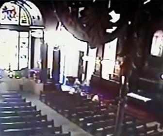 【動画】ブラジルの大聖堂で男が銃乱射、4人死亡防犯カメラの映像