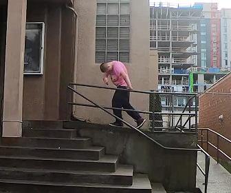 【動画】薬物中毒の男。ダンスをしている様な動きがヤバすぎる!