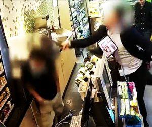 【動画】コンビニでトウモロコシを買えなかった男。恐ろしい行動に出る