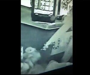 【動画】元海兵隊のバーテンダーVS銃を持った武装強盗 激しい戦い