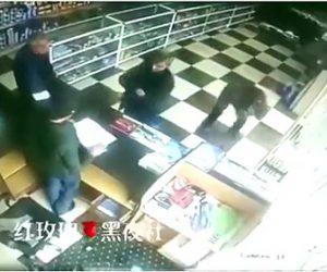 【動画】タバコの火を付けた瞬間、店内が大爆発する衝撃映像