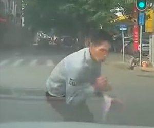 【動画】中国の当たり屋が酷すぎる。フロントガラスに飛び込んで来る当たり屋男