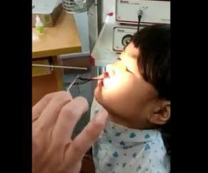【動画】少女の鼻の穴から恐ろしい物が出てくる衝撃映像