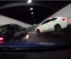 【動画】トンネルで猛スピードで走る車がクラッシュしてしまう
