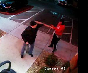 【動画】武装強盗に銃を突きつけられるが銃に全く怖がらない男性