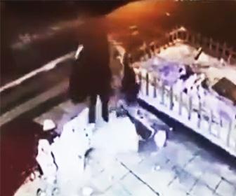 【動画】女が雪だるまを倒して壊すが罰が当たる