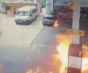 【動画】男達がガソリンスタンドに火を放つ犯行の一部始終