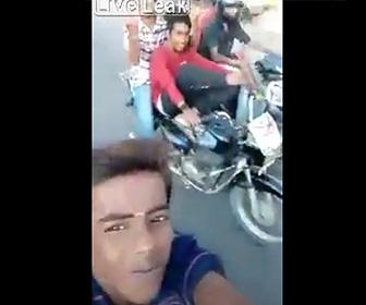 【動画】自撮りに夢中なDQNバイク少年達に怒る悲劇