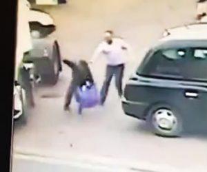 【動画】万引き犯が店員から必死に逃げるがトラックの横で滑り…【因果応報】