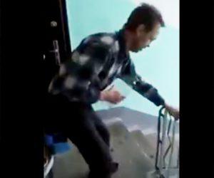 【動画】アルコール依存症の男性、階段を下りようとするが禁断症状で震えが止まらない