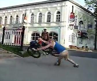【閲覧注意動画】BMXで階段から飛び降りるが失敗。足首の骨が飛び出る大怪我