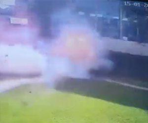 【閲覧注意動画】ケニアで自爆テロ。男が爆弾で吹き飛ぶ衝撃映像