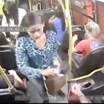 【動画】バスに銃を持った強盗が現れ乗客の所持品を回収し逃走する