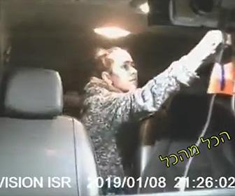 【動画】タクシーに乗る子連れの母親がドライバーに気づかれず金を盗む方法