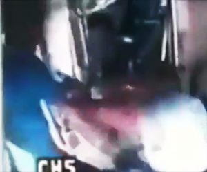 【動画】男がバス運転手に殴りかかるがバス運転手から強烈な反撃を食らう
