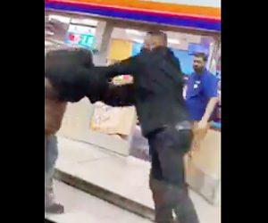 【動画】ガソリンスタンドで男2人が喧嘩。服が脱げボコボコニ殴られる男性
