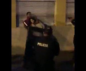 【閲覧注意動画】ナイフを持った男が妊婦にナイフを突きつけ人質に取るが…